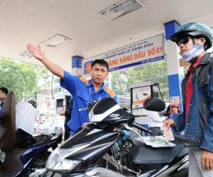 http://www.nguoiduatin.vn/ngay-mai-2011-gia-xang-dau-co-the-tang-tren-duoi-400-donglit-a347635.html